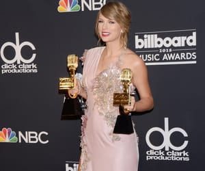 hq, Taylor Swift, and 2018 image