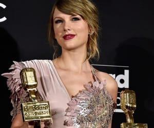 Taylor Swift and bbmas image