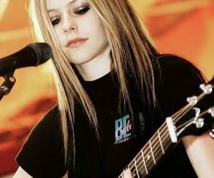 Avril Lavigne, cantante, and rubia image