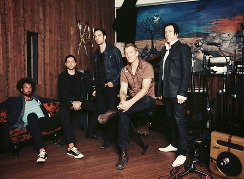 article, Josh Homme, and queens of the stone age image