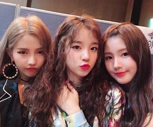 soyeon, miyeon, and yuqi image