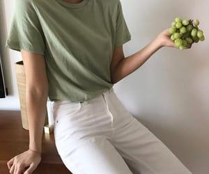 green and minimalist image