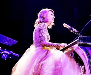 Taylor Swift, the 1989 world tour, and 1989 era image