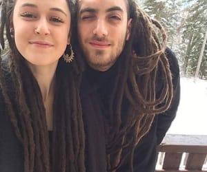 pareja, rastas, and cabello image