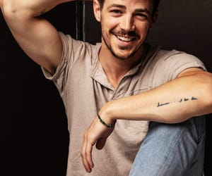 grant gustin, actor, and the flash image