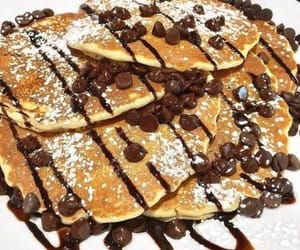 Chocolate chip pancakes ll cr. ItsFoodPorn (Twitter)