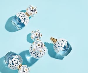 blue, daisy, and marc jacobs image