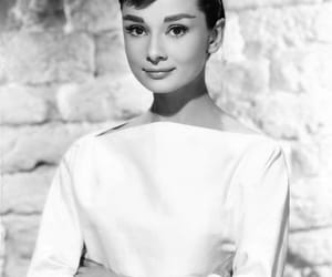 audrey hepburn, black and white, and b&w image