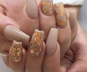 nails, gold, and Nude image