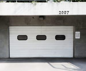 car, garage, and casa image