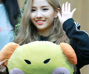 (g)i-dle and soyeon image
