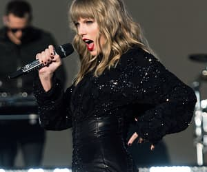 performance, swansea, and Taylor Swift image