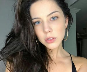 blue, brunette, and olhos azuis image
