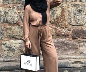 combi, hijabista, and stylé image