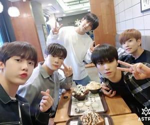 idols, korean, and astro image