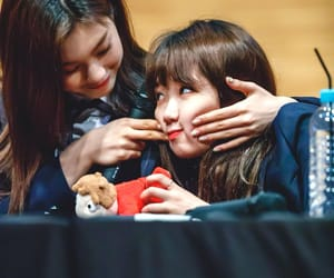 yoojung, doyeon, and theyre so cute !!!!!!!! image