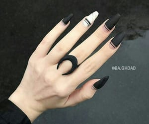 hand, nails, and ﻛﻴﻮﺕ image