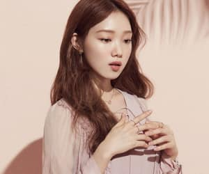 lee sung kyung and actress image