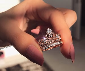 nails and little queen image
