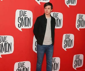 love simon and nick robinson image