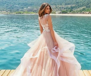 Image by Moda and Style