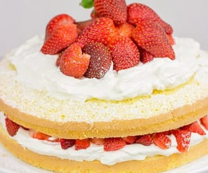 chantilly, fraises, and sweets image