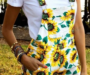 girasoles, chicas, and outfits image
