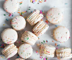 desserts, sweet, and ‎macarons image
