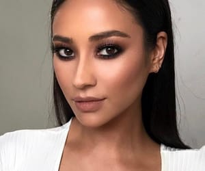 shay mitchell, makeup, and pretty little liars image