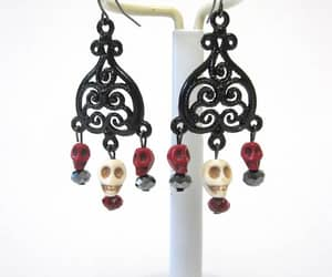 Frida Khalo, skull jewelry, and day of the dead image