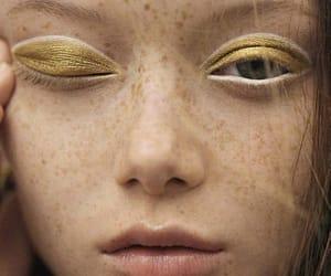 belleza, mujer, and dorado image