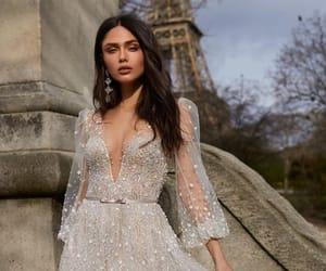 vika bronova and model image