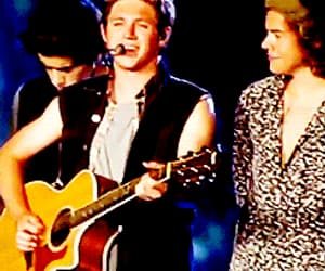 gif, narry, and 1d onstage image