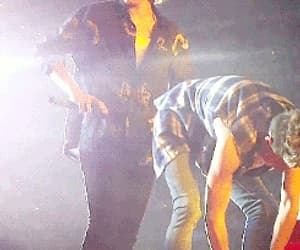 niall, harry, and otra tour image