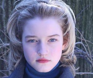 julia garner image