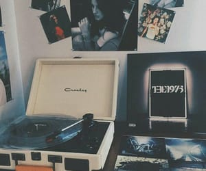 music, grunge, and the 1975 image