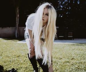 Avril Lavigne, fashion, and idol image