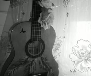 b&w, chitarra, and guitar image