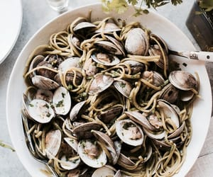 clams, pasta, and linguine image