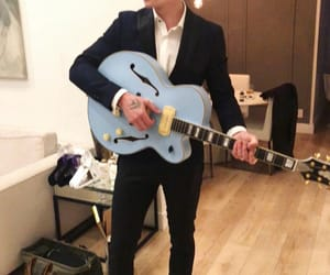 shawn mendes, singer, and guitar image