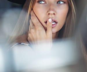 model and lorena rae image
