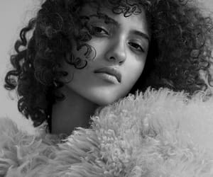 beautifull, black and white, and cheveux image