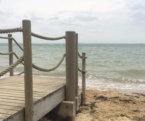 aesthetic, england, and beach image