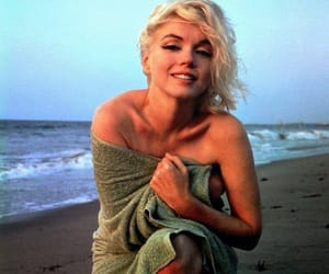 Marilyn Monroe, beach, and beauty image