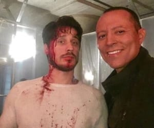cast, set, and queen of the south image