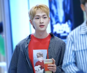 k-pop, Onew, and SHINee image