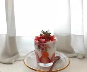 cream, food, and strawbarry image