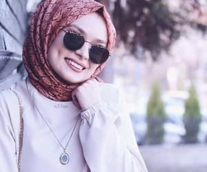 غمازة, بُنَاتّ, and حجاب image