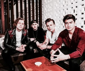 5sos, 5 seconds of summer, and calum hood image