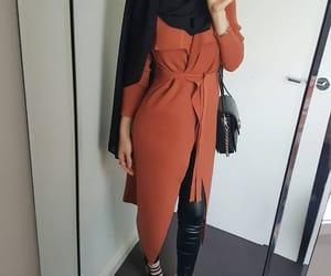 hijab, outfit, and hijabista image